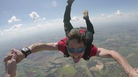 Parachutiste heureux dans l'automne libre - point de vue clips vidéos