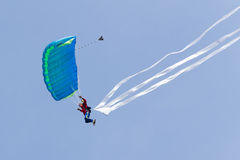 Parachutists demonstrate jumping from airplane Royalty Free Stock Photos