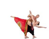 Parad anställning vid yoga Instruktören utbildar kvinnan Arkivbilder