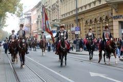 Parada 70个参加者、二十匹马和游行乐队的四十名成员宣布了下300 Alka 免版税库存图片