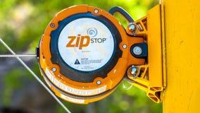 Parada automática do fecho de correr da precipitação da cabeça de unidade do freio do close-up para linhas de alta velocidade Zip Imagens de Stock Royalty Free