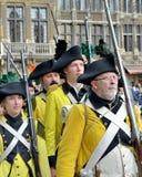 A parada chegou a Grand Place para comemorar a batalha para a independência de Bélgica Fotos de Stock