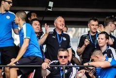 A parada da vitória de uma cidade inglesa de Leicester do clube do futebol, campeão da primeiro liga 2015 - 2016 inglesa Fotos de Stock Royalty Free
