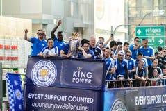 A parada da vitória de uma cidade inglesa de Leicester do clube do futebol, campeão da primeiro liga 2015 - 2016 inglesa Fotografia de Stock Royalty Free