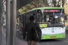 Parada de autobús fotos de archivo