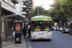 Parada de autobús imagen de archivo libre de regalías