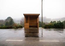 Parada de autobús de madera en Galicia, España imágenes de archivo libres de regalías