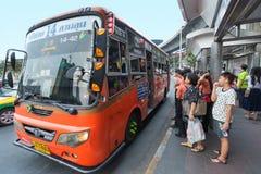 Parada de autobús en Bangkok Imagen de archivo