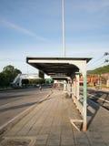 Parada de autobús sola Fotografía de archivo