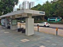 Parada de autobús en la ciudad de Singapur Imagenes de archivo