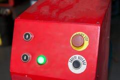 Parada de emergencia y botón de lanzamiento de la seguridad en fábrica industrial Fotos de archivo