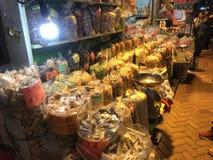 parada de la comida de la En-calle en Mongkok, Hong Kong Imagen de archivo