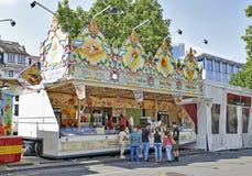 Parada de la comida que vende los microprocesadores belgas famosos Foto de archivo libre de regalías