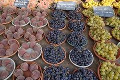 Parada de la fruta imagenes de archivo