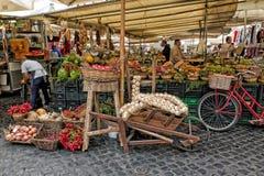 Parada de la fruta y verdura, Campo de ` Fiori Imagen de archivo libre de regalías