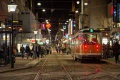 Parada de la tranvía en el tiempo de la Navidad Imagen de archivo libre de regalías