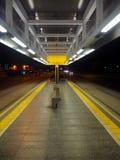 Parada de la tranvía en la noche Imagen de archivo libre de regalías