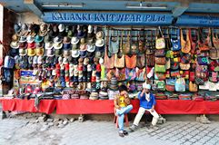 Parada de los géneros de punto en Thamel, Katmandu, Nepal Fotos de archivo