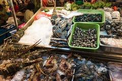 Parada de los pescados en mercado de la noche de HuaHin imagen de archivo