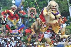 Parada de Ogoh Ogoh comemorada em Eve Of Nyepi fotos de stock royalty free