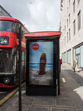 Parada de omnibus en Londres Foto de archivo