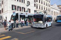 Parada de omnibus en Roma Fotografía de archivo libre de regalías