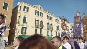 Parada de passeio de Marie do delle de Festa da celebração do carnaval de Veneza, Itália video estoque