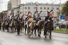Parada de soldados poloneses em uniformes históricos Dia do exército polonês fotografia de stock royalty free