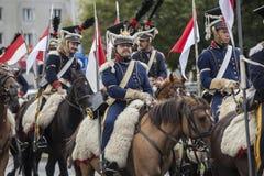 Parada de soldados poloneses em uniformes históricos Dia do exército polonês imagens de stock