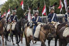Parada de soldados poloneses em uniformes históricos Dia do exército polonês fotos de stock