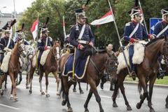 Parada de soldados poloneses em uniformes históricos Dia do exército polonês foto de stock royalty free