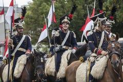 Parada de soldados poloneses em uniformes históricos Dia do exército polonês imagens de stock royalty free
