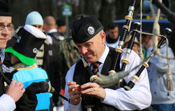 A parada de St Patrick - tocador de gaita de foles Foto de Stock