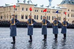 A parada dedicou ao 7 de novembro de 1941 no quadrado vermelho em Moscou 75th aniversário Fotografia de Stock Royalty Free