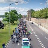 Parada do ` dos ciclistas em Magdeburgo, Alemanha am 17 06 2017 O ciclista é espera do começo Fotos de Stock