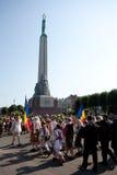 Parada do festival letão da canção e da dança da juventude Fotografia de Stock Royalty Free