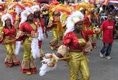 Parada dos dançarinos em trajes brilhantes do carnaval 3 de fevereiro de 2008 imagem de stock