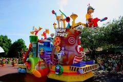 Parada feliz ideal de Disneylândia do Tóquio de todos os tipos dos contos de fadas e dos personagens de banda desenhada Fotografia de Stock Royalty Free