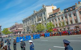 Parada feriado ano no 9 de maio de 2017 quadrado Rússia, Vladivostok Imagem de Stock