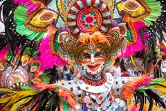 Parada kolorowa uśmiechnięta maska przy 2018 Masskara festiwalem, Bacol zdjęcia royalty free