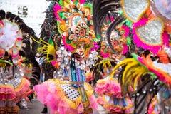 Parada kolorowa uśmiechnięta maska przy 2018 Masskara festiwalem, Bacol obrazy stock