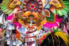 Parada kolorowa uśmiechnięta maska przy 2018 Masskara festiwalem, Bacol zdjęcia stock