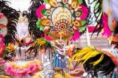 Parada kolorowa uśmiechnięta maska przy 2018 Masskara festiwalem, Bacol fotografia royalty free