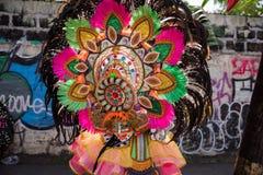 Parada kolorowa uśmiechnięta maska przy 2018 Masskara festiwalem, Bacol zdjęcie royalty free