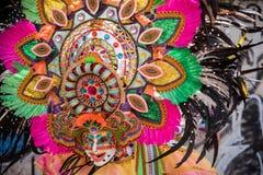 Parada kolorowa uśmiechnięta maska przy 2018 Masskara festiwalem, Bacol obrazy royalty free