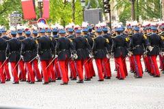 Parada militar (desfile) durante o ceremonial do dia nacional francês, avenida de Elysee dos campeões imagem de stock royalty free