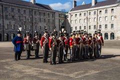 Parada militar em Collins Barracks em Dublin, Irlanda, 2015 Foto de Stock