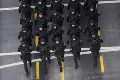 Parada militar que comemora o dia nacional de Romênia foto de stock