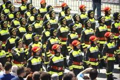 Parada militar: Sapadores-bombeiros que marcham para o dia da república Foto de Stock