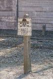 Parada nazista do ` do ` s! cargo de sinal do ` no campo de concentração de Auschwitz poland Imagens de Stock